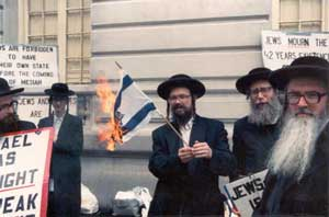 "The image ""http://www.realnews247.com/rabbi_burns_zionist_flag.jpg"" cannot be displayed, because it contains errors."